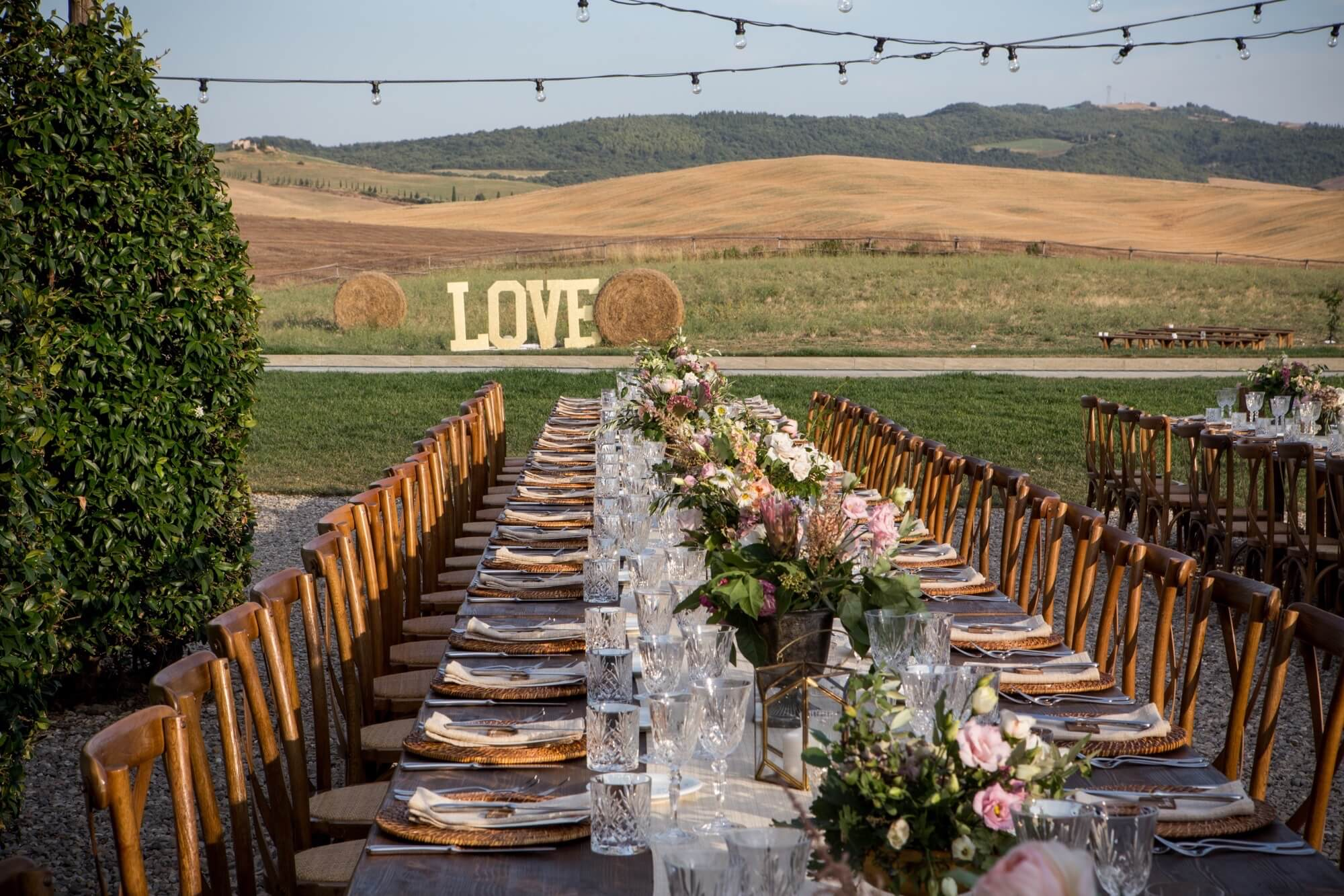 Castles and luxury villas for your wedding in Val d'Orcia, Florenze, Siena, Tuscany. Giulia Alessandri Wedding Planner, Wedding Design & Wedding Coordination in Tuscany.