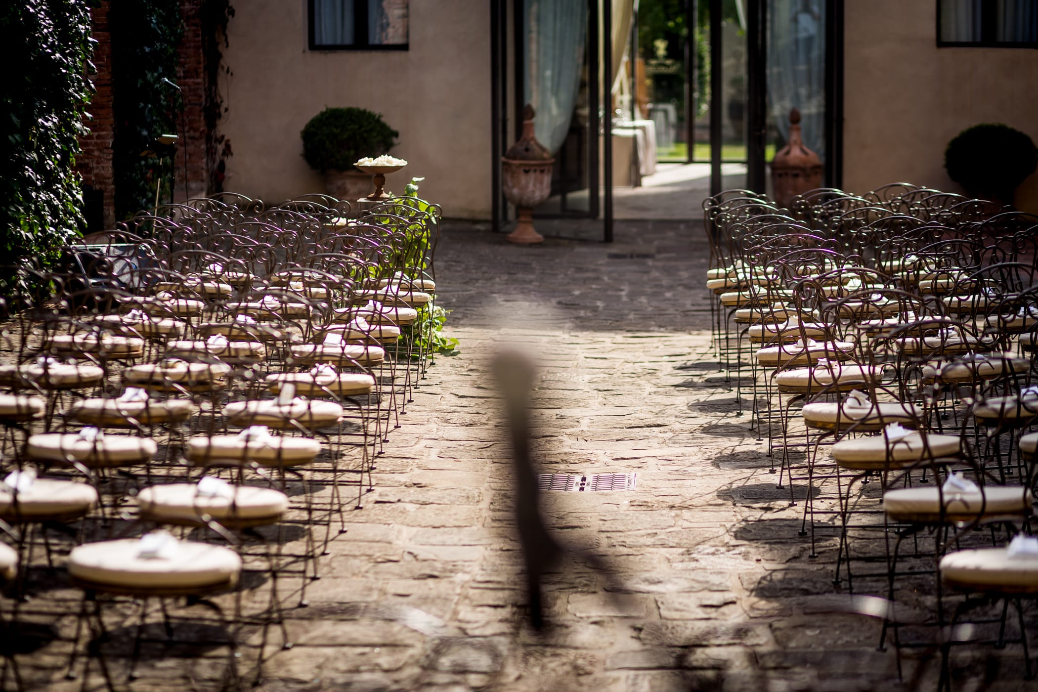 Wedding in villages and historic villas in Pisa, Tuscany. Giulia Alessandri Wedding Planner, Wedding Design & Wedding Coordination in Tuscany.