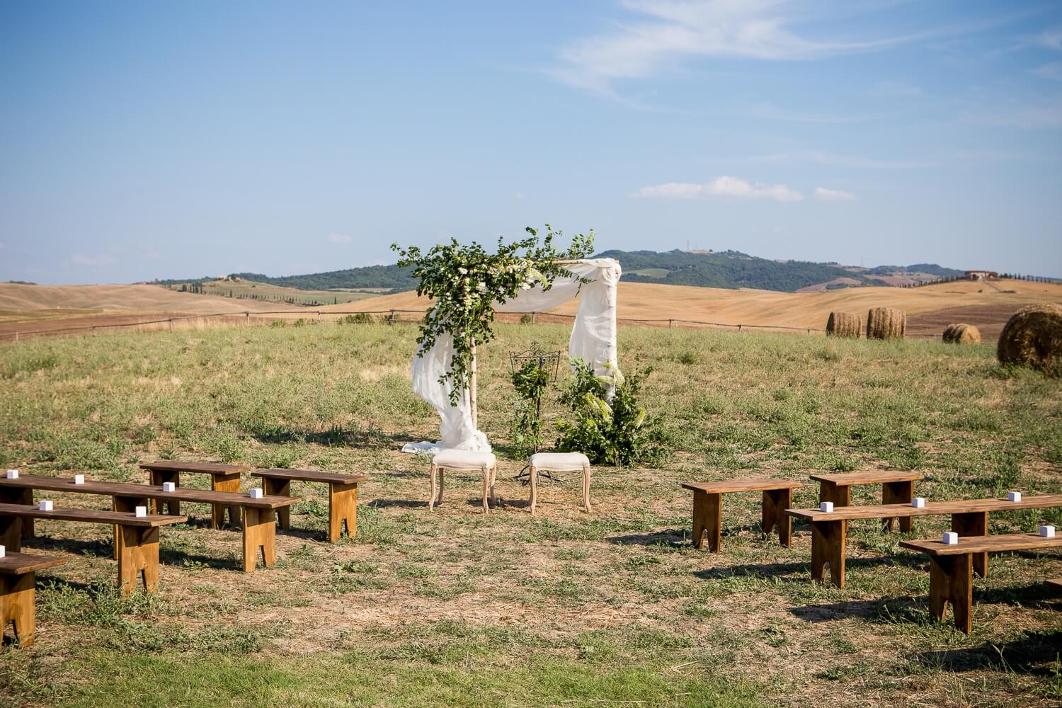 Symbolic wedding ceremonies in Tuscany. Giulia Alessandri Wedding Planner, Wedding Design & Wedding Coordination in Tuscany.
